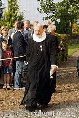 Click image for larger version  Name:Count Bendt Wedell - Priest Erik Fonsboel.jpg Views:198 Size:39.4 KB ID:43067