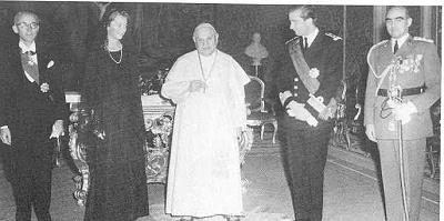 Click image for larger version  Name:chez le pape.jpg Views:406 Size:57.4 KB ID:43638