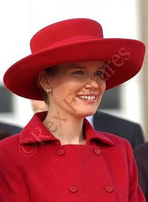 Click image for larger version  Name:red hat2.jpg Views:216 Size:28.9 KB ID:47864