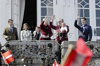 Click image for larger version  Name:royalfamilyofdenmark.jpg Views:495 Size:50.3 KB ID:4873