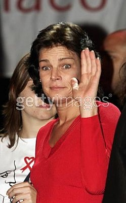 Click image for larger version  Name:Stephanie waves to daughter Pauline at concert in Avignon France 10-17-04.jpg Views:205 Size:19.6 KB ID:48915