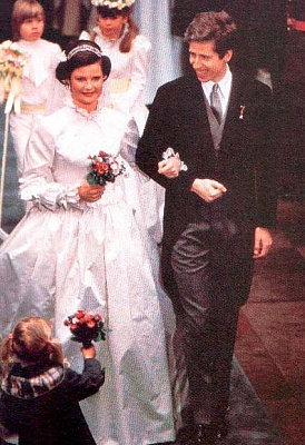 Click image for larger version  Name:wedding 1982 4.jpg Views:1279 Size:59.6 KB ID:49655