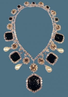 Click image for larger version  Name:farahnecklace.jpg Views:2517 Size:34.6 KB ID:55126