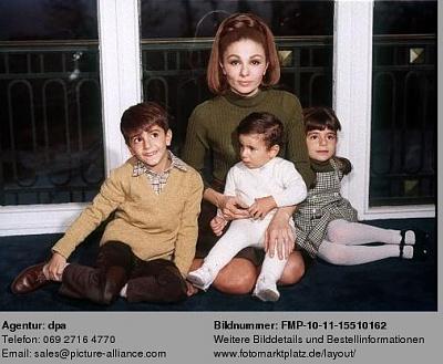Click image for larger version  Name:1967-12-00-FarahDiba2.jpg Views:584 Size:36.5 KB ID:55211