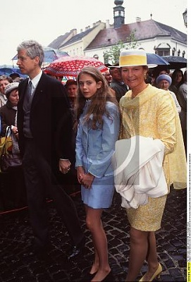 Click image for larger version  Name:Maria Anunciata 20.04.1998 1.jpg Views:620 Size:29.6 KB ID:55486