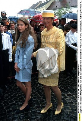 Click image for larger version  Name:Maria Anunciata 20.04.1998 2.jpg Views:668 Size:38.2 KB ID:55487