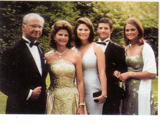 royal familys christmas card from 1999 attached thumbnails click image for larger version name 1999 2jpg views 1358 size - Royal Family Christmas Card