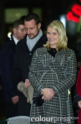 Click image for larger version  Name:Burberry jacket pregnant.jpg Views:291 Size:54.3 KB ID:61449