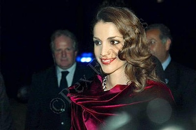 Click image for larger version  Name:gala+in+Rome.jpg Views:152 Size:20.9 KB ID:64522