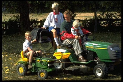 Click image for larger version  Name:Family 1996.jpg Views:403 Size:60.3 KB ID:65915