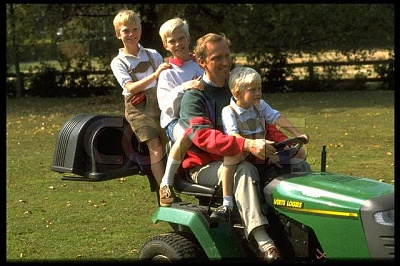 Click image for larger version  Name:Family 1996 2.jpg Views:469 Size:54.9 KB ID:65916