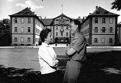 Click image for larger version  Name:Lennart & Karin, Mainau 1959.jpg Views:1972 Size:26.7 KB ID:69951