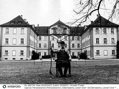 Click image for larger version  Name:Lennart & Mainau.jpe Views:472 Size:142.6 KB ID:70168