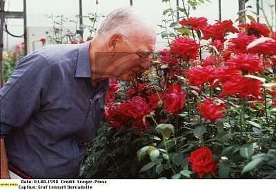 Click image for larger version  Name:Lennart 1998.jpg Views:368 Size:36.9 KB ID:70173