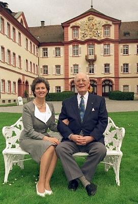 Click image for larger version  Name:Lennart & Sonja 1999_4.jpe Views:359 Size:58.3 KB ID:70188