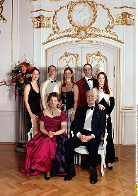 Click image for larger version  Name:Family 1998_2.jpg Views:399 Size:38.5 KB ID:70208