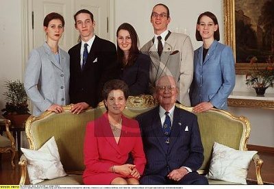 Click image for larger version  Name:Family 1998_3.jpg Views:377 Size:31.1 KB ID:70209