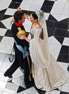 Click image for larger version  Name:DK-frederik-mary-wedding-467_g.jpg Views:376 Size:56.3 KB ID:71596