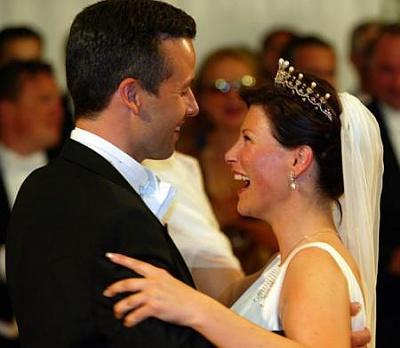 Click image for larger version  Name:NY-martha-ari-wedding-169.jpg Views:291 Size:22.8 KB ID:71598