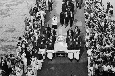 Click image for larger version  Name:Funeral of Princess Grace.jpg Views:745 Size:82.9 KB ID:74569