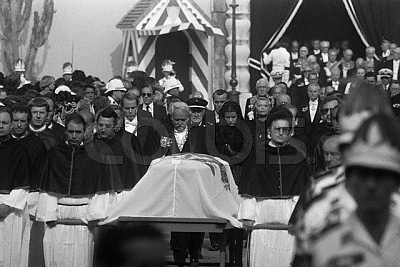 Click image for larger version  Name:Grace Kelly - Funeral 1.jpg Views:1295 Size:49.0 KB ID:74571