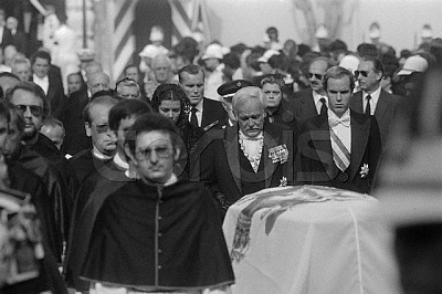 Click image for larger version  Name:Princess Grace's Family Attending Her Funeral.jpg Views:605 Size:40.1 KB ID:74573