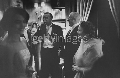 Click image for larger version  Name:Mottagning 1 Maj 1958, här med Chief Justice Earl Warren.jpg Views:303 Size:26.4 KB ID:75414