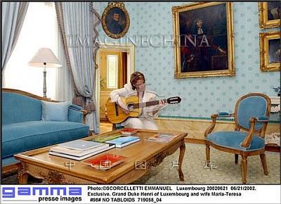 Click image for larger version  Name:Maria-Theresa+playing+guitar.jpg Views:566 Size:39.7 KB ID:75969