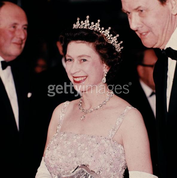 Click image for larger version  Name:Queenportrait.jpg Views:1385 Size:40.5 KB ID:78522