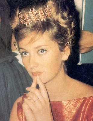 Click image for larger version  Name:Princess_Paola__s_Modern_Italian_Tiara.JPG Views:10702 Size:37.0 KB ID:8095