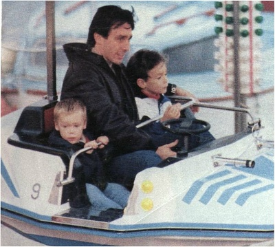 Click image for larger version  Name:Daniel_with_his_two_sons_Michael_and_Louis.JPG Views:385 Size:116.5 KB ID:8132