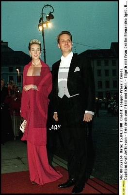 Click image for larger version  Name:2002-04-15 Theatre 21 Seegerpress.jpg Views:242 Size:40.8 KB ID:83076