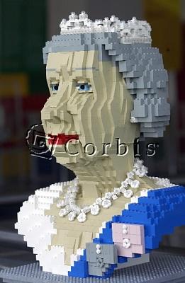 Click image for larger version  Name:lego_liz.jpg Views:140 Size:59.4 KB ID:8414