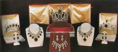 Click image for larger version  Name:jewels1.jpg Views:1668 Size:69.5 KB ID:85358