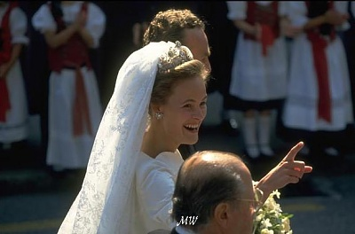 Click image for larger version  Name:1993-07-03 Alois & Sophie 31.jpg Views:2561 Size:44.4 KB ID:89932