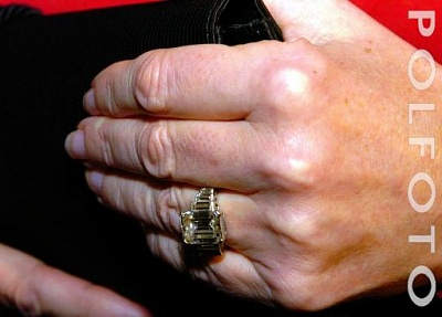 Click image for larger version  Name:Camilla ring4.jpg Views:1039 Size:23.5 KB ID:92381