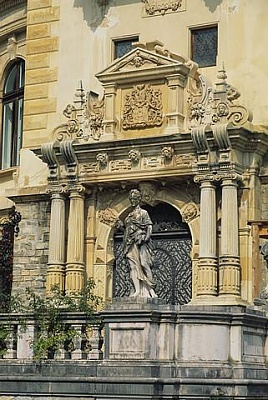 Click image for larger version  Name:Peles Castle 04.jpg Views:353 Size:45.0 KB ID:94410