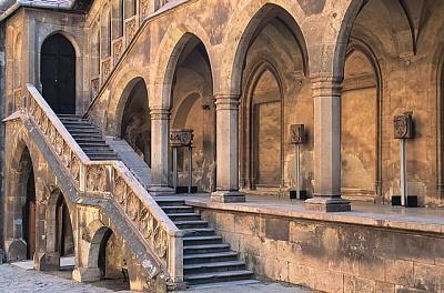 Click image for larger version  Name:Corvinesti Castle 04.jpg Views:360 Size:64.0 KB ID:94422