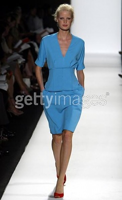 Click image for larger version  Name:Narciso Rodriguez Spring 2005a.jpg Views:174 Size:20.6 KB ID:95436