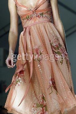 Click image for larger version  Name:Reem Acra Couture Spring 2005.jpg Views:205 Size:42.0 KB ID:95438