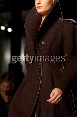 Click image for larger version  Name:Donna Karan Fall 2005coat.jpg Views:122 Size:22.2 KB ID:95494