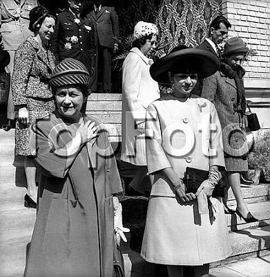 Click image for larger version  Name:s wife, and Farah Dibah, wife of the shah Reza Pahlavi. Iran, October, 1963..jpg Views:501 Size:41.4 KB ID:95933