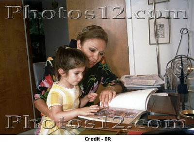 Click image for larger version  Name:Farah Pahlavi with her grand-daughter.jpg Views:634 Size:68.9 KB ID:96476
