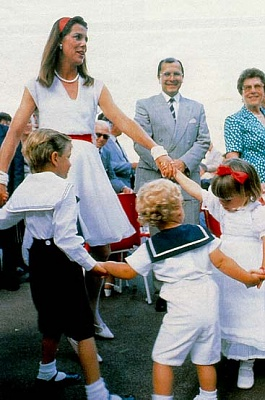 Click image for larger version  Name:Young Fam_700th Anni. Monaco_89..jpg Views:571 Size:43.6 KB ID:98903