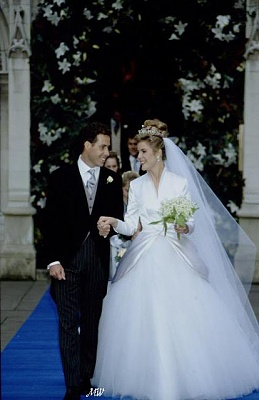 Click image for larger version  Name:1993-10-08 Wedding 22.jpg Views:14868 Size:47.9 KB ID:99620